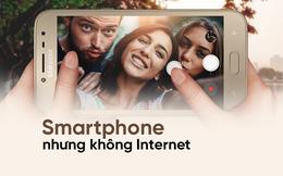 """Samsung ra mắt """"cục gạch"""" đời mới, ngoài màn hình to, chỉ có nghe gọi, không internet!"""