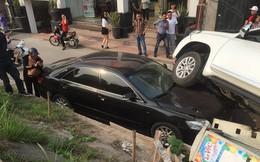 Land Cruiser Prado mất lái đè trúng Camry đỗ dưới chân đê
