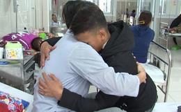Vụ học sinh đâm giáo viên vì yêu cầu xoá hình xăm: Hai thầy trò ôm nhau giữa bệnh viện