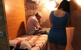 Bắt quả tang nữ tiếp viên massage đang kích dục cho khách