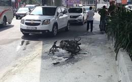 Thanh niên đốt xe máy cháy rụi vì bị CSGT lập biên bản phạt chạy ngược chiều