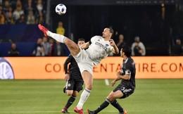 Ibrahimovic dùng 'Kung-fu' để chuyền bóng khiến đối thủ ngỡ ngàng