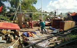 Lốc xoáy làm sập và tốc mái hơn 50 nhà ở Bạc Liêu