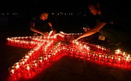 Thắp nến thành hình ngôi sao tưởng nhớ anh hùng liệt sĩ tại nghĩa trang TP HCM