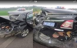 Xe biển xanh bị tông nát phần đuôi trên cao tốc Nội Bài - Lào Cai
