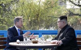 Hậu trường Thượng đỉnh: Tôn trọng đối phương, ông Kim Jong-un lẳng lặng ra ngoài hút thuốc
