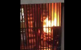 Vàng mã cháy rực cầu thang, cúng xe trong chung cư gây phẫn nộ