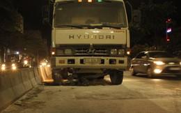 Va chạm với xe tải, chồng chết còn vợ nguy kịch giữa khuya