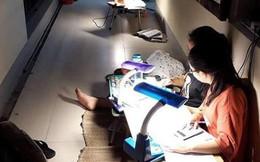 HS chuyên Phan Bội Châu chong đèn học bài giữa đêm hè oi bức: Đã hiểu vì sao trường có nhiều HCV Olympic đến thế!