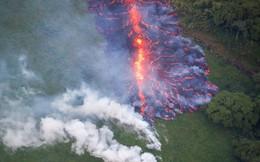 """""""Cổng địa ngục"""" khổng lồ bắn ra bom dung nham tung tóe ở Hawaii"""