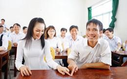 Đây là bộ ảnh kỷ yếu của nhóm học sinh U40 được nhắc và chia sẻ nhiều nhất hôm nay