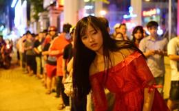 Người Sài Gòn xếp hàng kín vỉa hè chờ mua sữa tươi trân châu đường đen