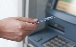 Infographic: Người dùng thẻ ATM tại Việt Nam chịu những loại phí nào?