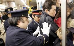 Nhật Bản báo động vấn nạn bạo lực trên tàu điện