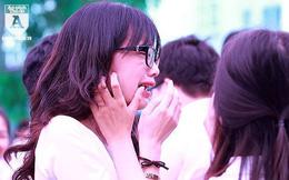 [ẢNH] Nữ sinh Hà Nội bật khóc trong ngày bế giảng
