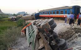 Tàu hỏa đâm xe ben khiến 5 toa bị lật, 2 người chết, nhiều người bị thương nặng