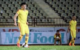 Phạm Văn Quyến đối đầu cựu danh thủ Vũ Minh Hiếu trên sân Vinh