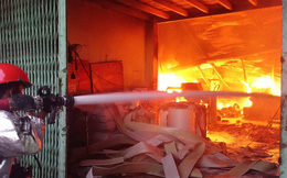 Công ty khăn lạnh phát cháy dữ dội lúc 4h sáng ở Sài Gòn