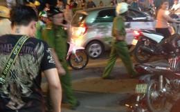 Clip vụ truy đuổi kẻ cướp iPhone, 2 nam thanh niên bị đâm trọng thương ở Sài Gòn