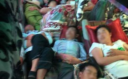 Chuyến xe 28 giường nhưng có đến 60 hành khách nằm chen chúc, nhìn thôi cũng thấy ngộp thở