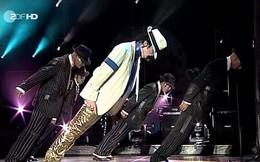 Khoa học lý giải cú ngả người 45 độ kinh điển của ông hoàng Michael Jackson