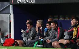 """Arsenal bại trận """"đúng quy trình"""", giấc mơ cuối cùng của HLV Wenger chính thức tan vỡ"""