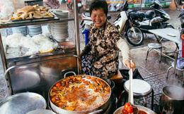 """Quán bún riêu 30 năm tuổi ở vỉa hè Sài Gòn có gì hấp dẫn mà Trường Giang trở thành """"khách quen"""" lâu năm?"""