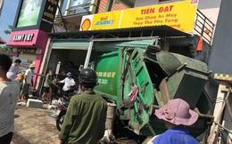Ngồi sửa xe trong nhà, nam thanh niên bị xe rác lao vào tông gãy cột sống