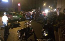 Xe máy đối đầu taxi, 2 thanh niên nguy kịch