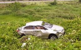Thái Nguyên: Phát hiện một chiếc ô tô bẹp rúm nằm giữa bãi rác sau đêm mưa gió