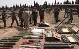 Video: Phiến quân Syria đầu hàng, giao nộp hàng loạt vũ khí cho binh sĩ Nga
