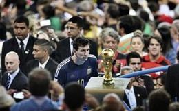 World Cup 2014: Suarez hóa điên và ánh mắt buồn của Messi