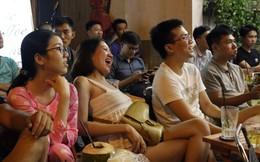 Dân Sài Gòn kéo nhau ra quán cà phê, quán nhậu vừa uống bia vừa xem World Cup 2018