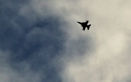 Máy bay liên quân Mỹ tấn công căn cứ quân sự Syria?