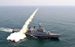 Tàu hộ vệ Hàn Quốc nổ lớn khi đang tập trận, có thương vong