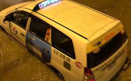 Đường Nguyễn Hữu Cảnh ngập sau trận mưa tối qua: Van đã mở hết nhưng nước không chảy về