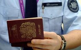 Đây là chi tiết trên tấm ảnh hộ chiếu mà tên tội phạm nào muốn check-in trong tương lai cũng phải dè chừng