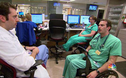 """Bác sĩ phải ngồi xe lăn nhưng vẫn quyết trụ với nghề: """"Tôi hiểu nỗi đau của bệnh nhân"""""""
