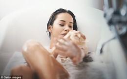 """Tắm nước lạnh thì giúp giảm cân nhưng bạn vẫn nên tắm nước """"nóng"""" 5 lần/tuần và đây là lý do"""