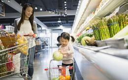 Chế giễu người đàn ông lấm lem trong siêu thị, bà mẹ nhận được bài học đích đáng