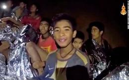 Thợ mỏ mắc kẹt 69 ngày tại Chile khuyên các cầu thủ nhí Thái Lan tránh xa cám dỗ tiền bạc
