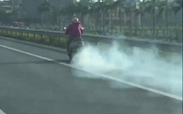 """Clip: """"Ninja Lead"""" hiên ngang phi như bay trên cao tốc với ống pô xả khói mù mịt"""