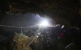 Cào bùn bằng tay, thay phiên đứng-ngồi và những kí ức khó quên trong 9 ngày mắc kẹt ở hang Tham Luang