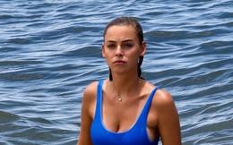 Ngắm mẫu nội y Elizabeth Turner đẹp ngọt ngào, gợi cảm trên biển