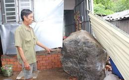 Người dân tháo chạy khi tảng đá hàng tấn lăn xuống nhà