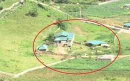 """Căn nhà của """"trùm ma túy"""" Nguyễn Văn Thuận ở Lóng Luông xây khá sơ sài trên quả đồi thấp"""