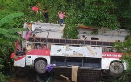 Xe khách rơi xuống vực, 30 người thương vong