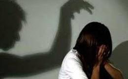 Cất hồ sơ vụ dâm ô, trưởng công an huyện và điều tra viên bị kiểm điểm