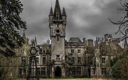 """Cận cảnh """"lâu đài ồn ào"""", bên trong rùng rợn không khác gì phim kinh dị tại Bỉ"""