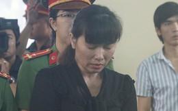 Các bảo mẫu hành hạ trẻ em tàn nhẫn ở Sài Gòn khóc nức nở